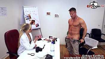 Imagen Deutsche Frau Doktor testet Viagra Potenzmittel beim Patienten vielporn